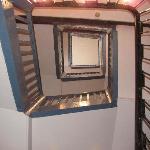 Gezicht op trap vanaf de 4e verdieping