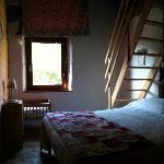 ogni camera dispone di un letto matrimoniale e 2 letti singoli