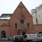 ホテルを出るとすぐ左手にカプチーナ教会