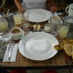 desayuno típico con arepas...