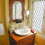 Private ensuite bathroom in Golden Delicious room