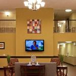 Lobby Holiday Inn Express & Suites