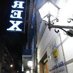 rex hotel insegne di notte