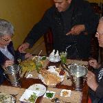 Carel, Diny, Nelleke en Ruud aan tafel bij Sa'ad