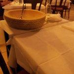 Im ausgehöhlten Parmesanlaib wird gleich gezaubert
