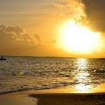 Coucher de soleil depuis la plage du Gosier