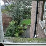 Blick aus dem Zimmer in den Garten