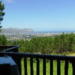 Blick vom Balkon der Lalapanzi Lodge auf die False Bay