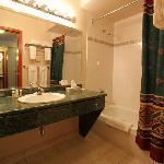 Heffley Boutique Inn Bathroom