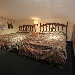 Heffley Boutique Inn 2 Queen Size Beds in Loft