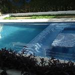 petite piscine avec un coté jacussi