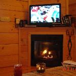 Fireplace and flat screen :) Perfect for Sunday football!