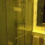 la douche, très spacieuse
