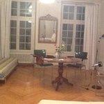 Tisch und Sofa