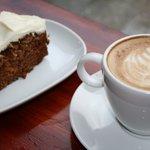 CaféOlé cappuccino og gulrotkake