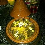 Cous-Cous Pollo, pasas, cebolla caramelizada, almendras y piñones