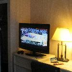 TV, dresser