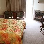 Crown Pacific Inn Depoe Bay ORFireplace