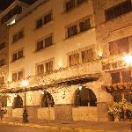 Hotel de Mendoza Fachada de la Noche.