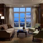 ISTPH_P058 presidential suite living room