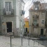 """Les """"escadinhãs"""" de Largo Sto Estêvão... l'Alfama se mérite comme toute la cité aux 7 collines ;"""