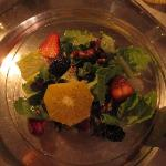 Salad w/ fruit & candied pecans