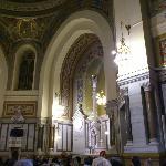 in terior de la iglesia de san manuel y san benito