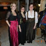 die 3 Schwestern vom Chef sind gerne für Sie da in der Rezeption und im Restaurant Langlaufstübe