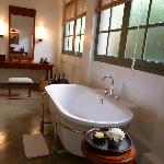 Amantaka suite 25: Bathtub