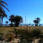 la vue sur la plage du bar schérazade