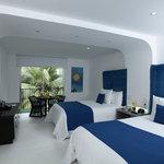 Deluxe Pool Side Room