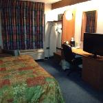 nice room with flat screen tv, king bed, optional fridge and microwave (ask for it at check in)