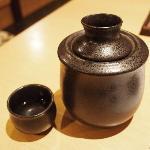 日本酒熱燗、冷めないようにお湯で・・・・・