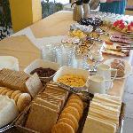 El desayuno buffet es destacable, así como la amabilidad de su personal.