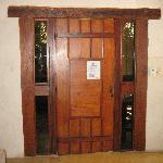 La porta con i vetri laterali