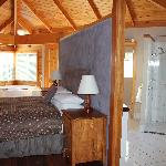 Kings Den - Bedroom, Bathroom and Laundry area