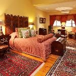 Luxurious and Elegant Rooms