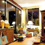 Mong's Gift Shop