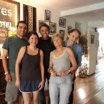 las familias Altena y Khoury se hicieron amigos en el Jam Suites. Aquí una foto de ellos
