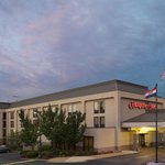A warm welcome awaits you when you pull up to our Hampton Inn in Florissant, MO