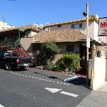 exterior view on Jerry's Motel