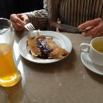 Jus de mangue, pancake chocolat banane