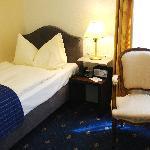 Einzelzimmer mit Badewanne / single room with bathtub