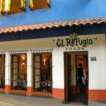 Front door, Fonda el Refugio