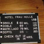 Pizarra con precios, en marzo 2012
