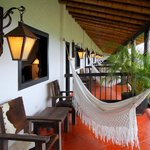 Habitaciones superiores con balcon privado, sala y hamaca!