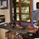 La cocina, bien equipada..