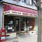 Foto de George's Sub & Pizza Shop