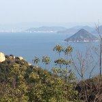 王子が岳より瀬戸内海の景色。ニコニコ岩もポイントです!