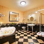 Bathroom Suite 28